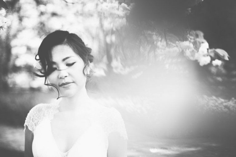 Bride blossom tree black&white loveshoot pre-wedding wedding Keukenhof Netherlands photographer